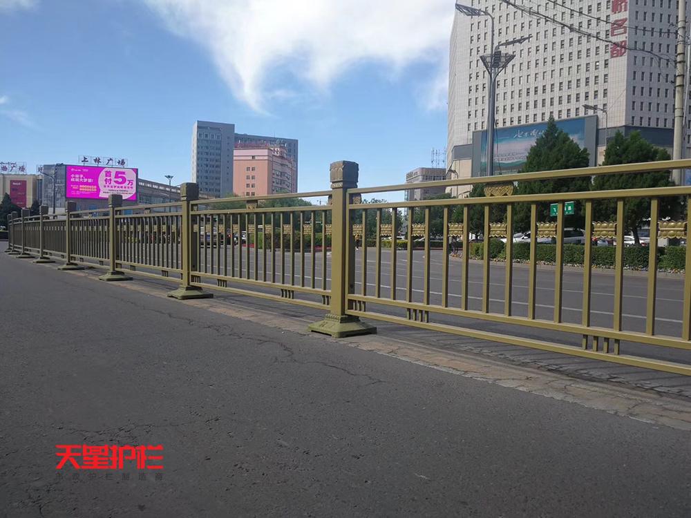 天星金色防撞交通护栏中标新疆伊犁市政交通工