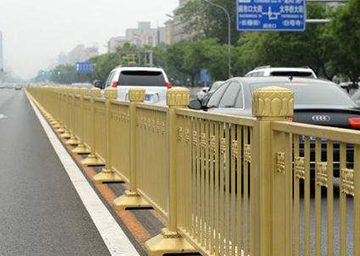 金色防撞交通护栏
